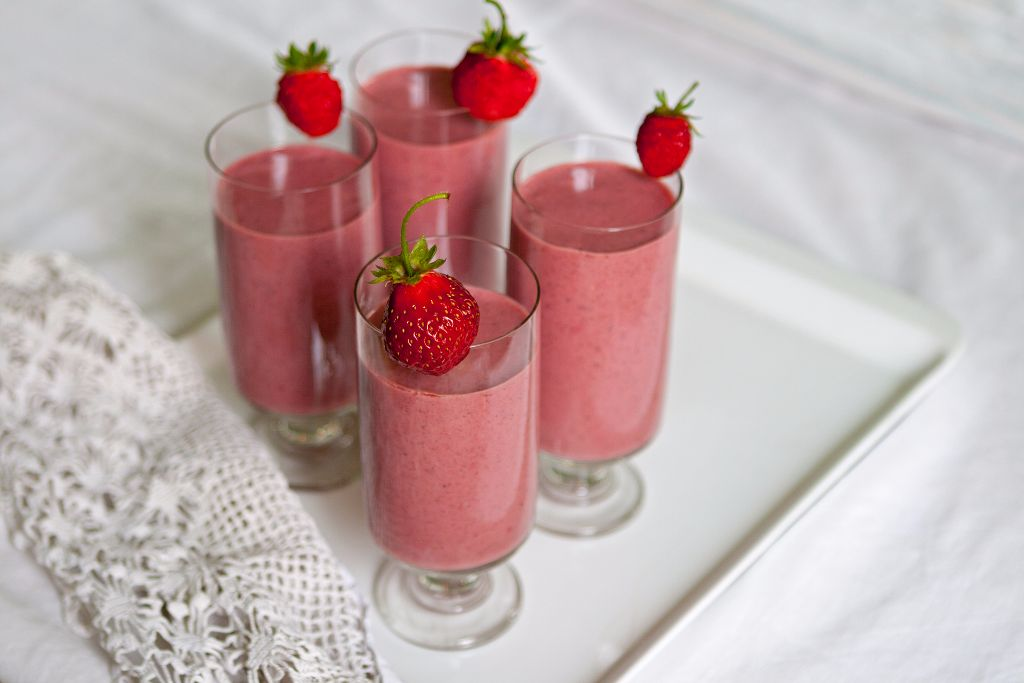 Healthy Smoothie with Strawberries and Fiber